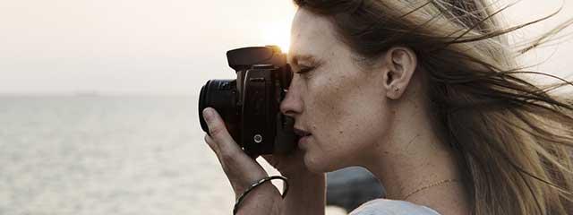 Woman-Taking-Photo-Beach-640x240