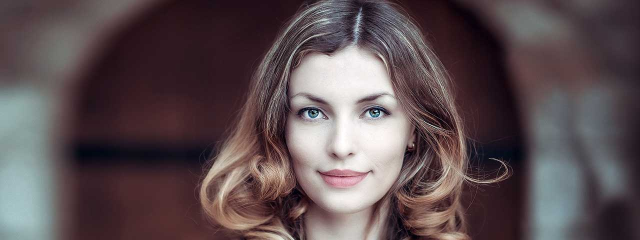 beautiful-woman-1280x480-640x240