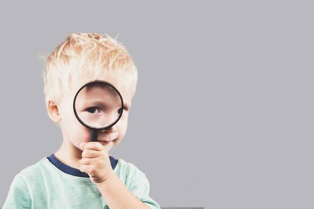 liitle boy with amblyopia