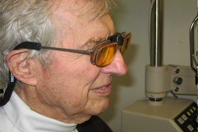older man trying out e-scoop glasses