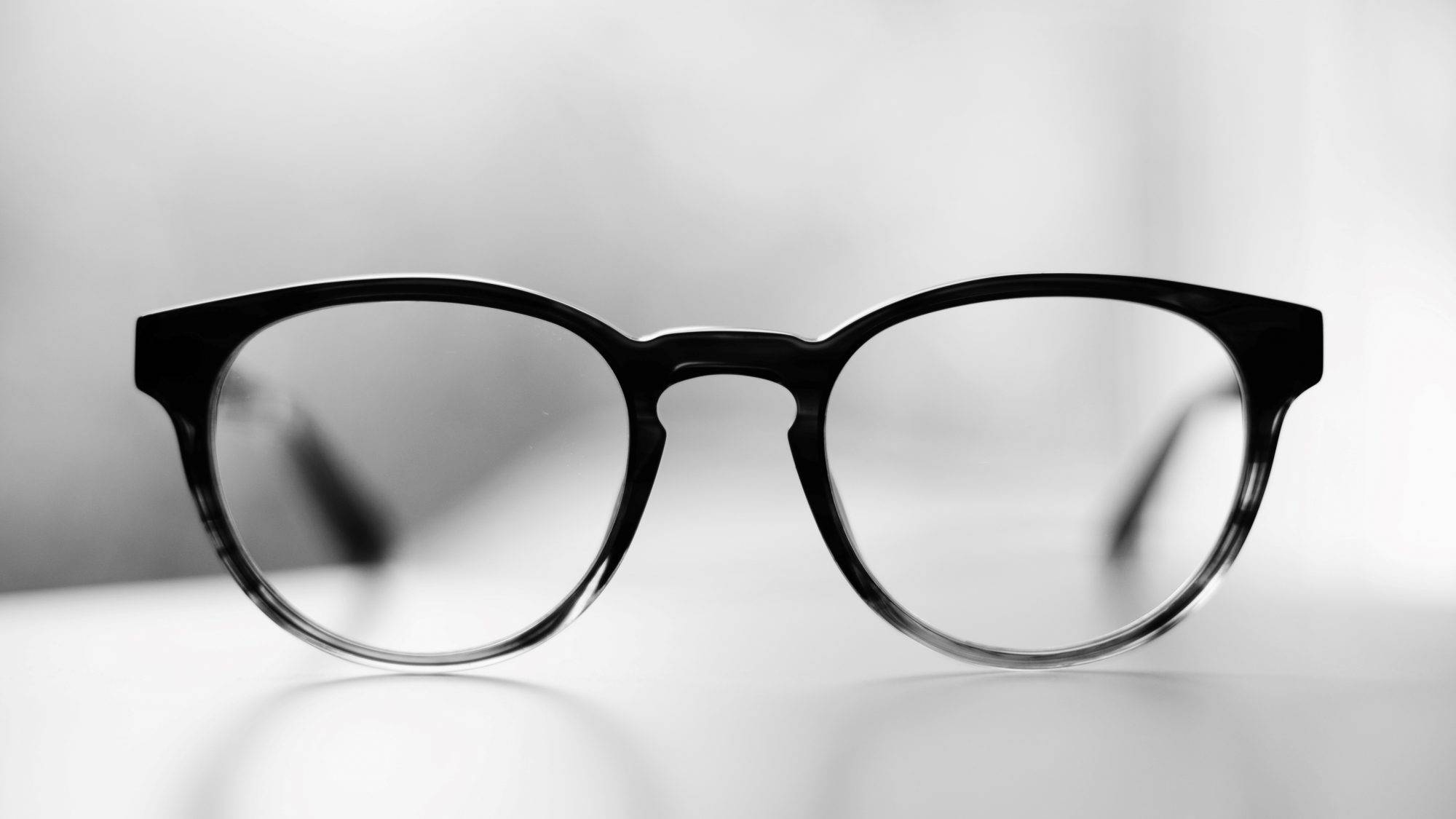 eyeglasses-on-table-e1531868339405