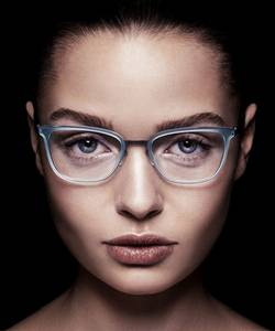 Model wearing Modo glasses