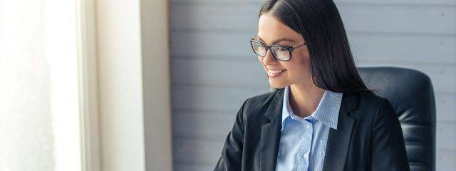Business Woman wearing glasses 1280x480 640x240