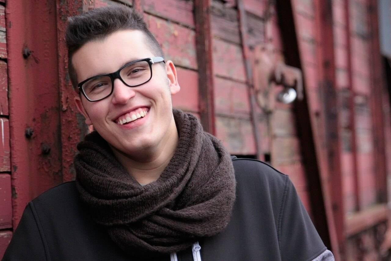 teenager glasses_1280x853