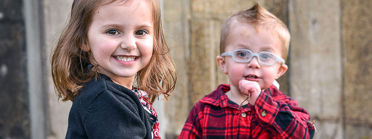 Young Sister and Brother Glasses 1280×480