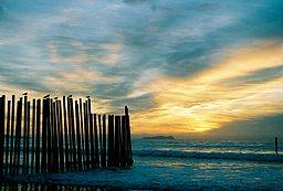 Las Playas Sunset by Davidlud via Wikimedia Commons