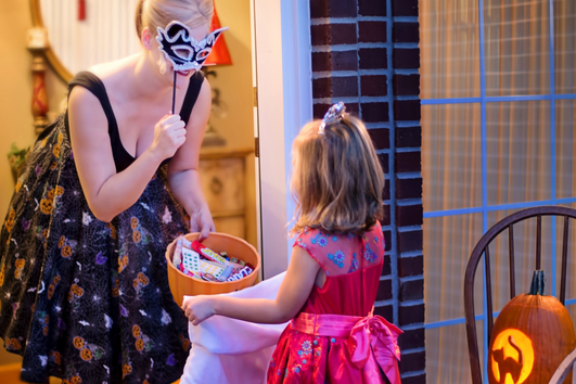little-girl-trick-or-treating-on-halloween_horizontal