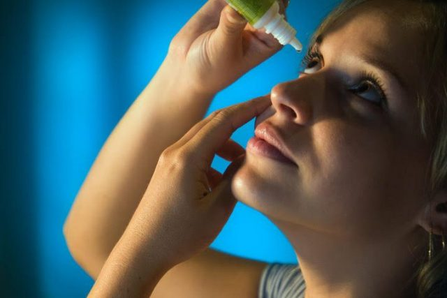 Woman Putting in Eye Drops 1280x480 e1524035985163 640x427