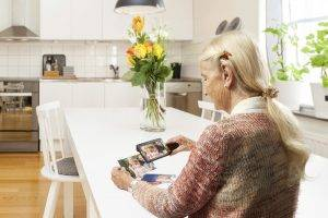 explore_5_elderly_woman_kitchen 300x200