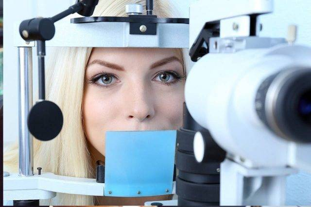 Eye doctor, woman getting her eyes checked in in Fairhope, Alabama
