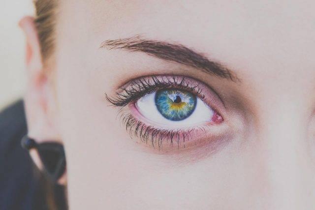 colored eye