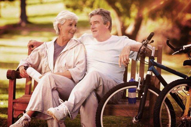 Older Couple Bench Bikes 1280x853 640x427
