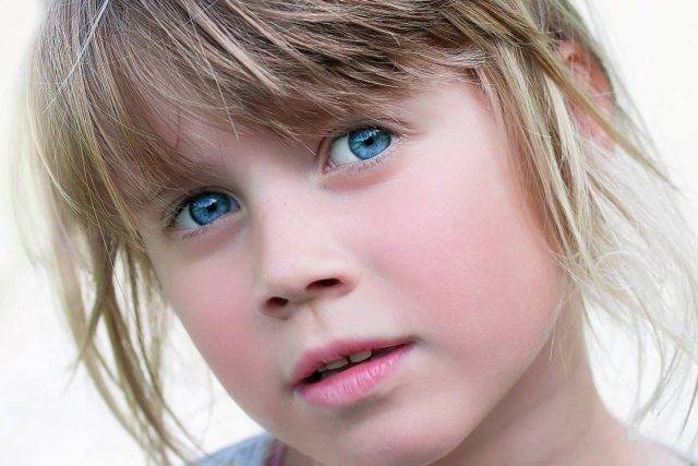 Optometrist, little girl blue eyes in Winnipeg, Manitoba