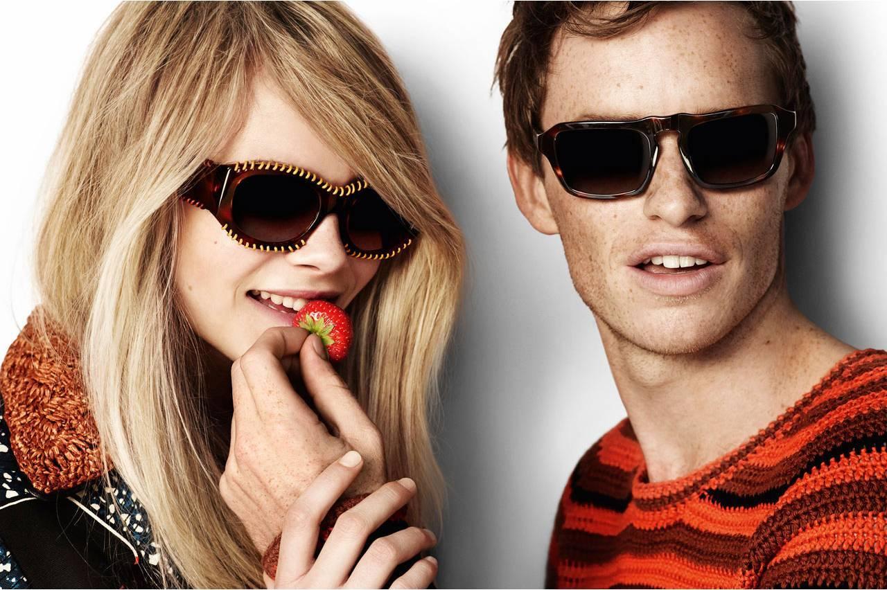 brands-burberry-sunglass-strawberry-couple