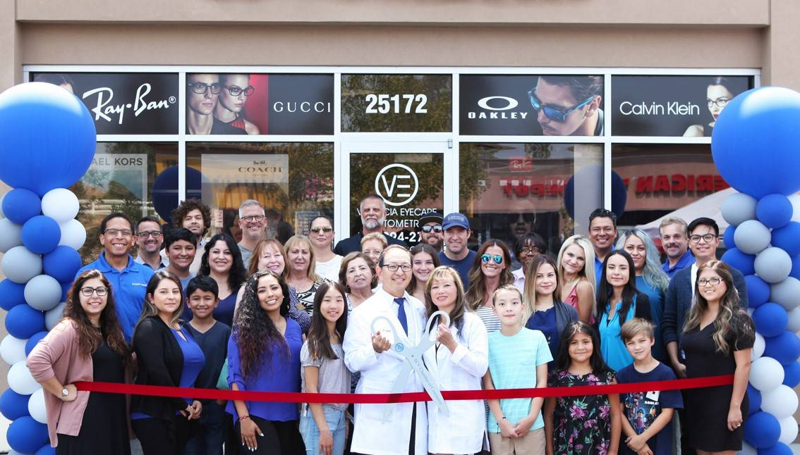 7Ribbon-Cutting-Entire-Group