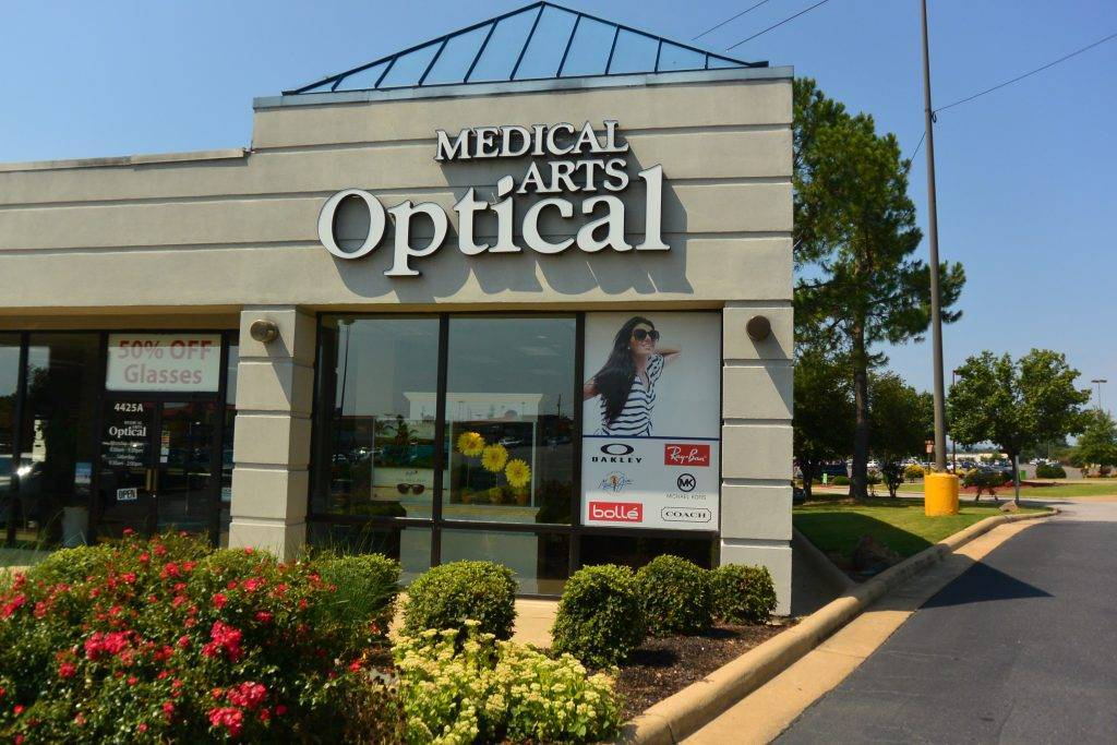 Outside of Medical Arts Optical in Hot Springs, AR
