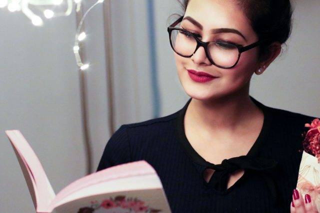 Woman Glasses Reading Book 1280x853 640x427