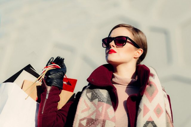 Woman20Sunglasses20Shopping201280x853_preview1 640x427.jpeg