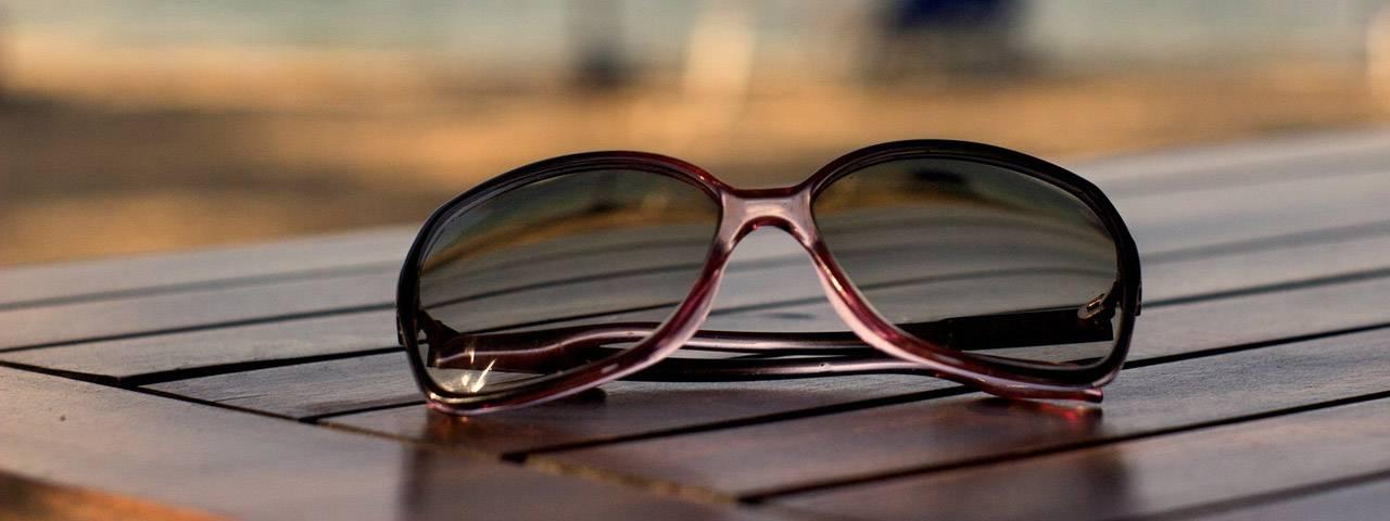 Sunglasses on Wood 1280×480