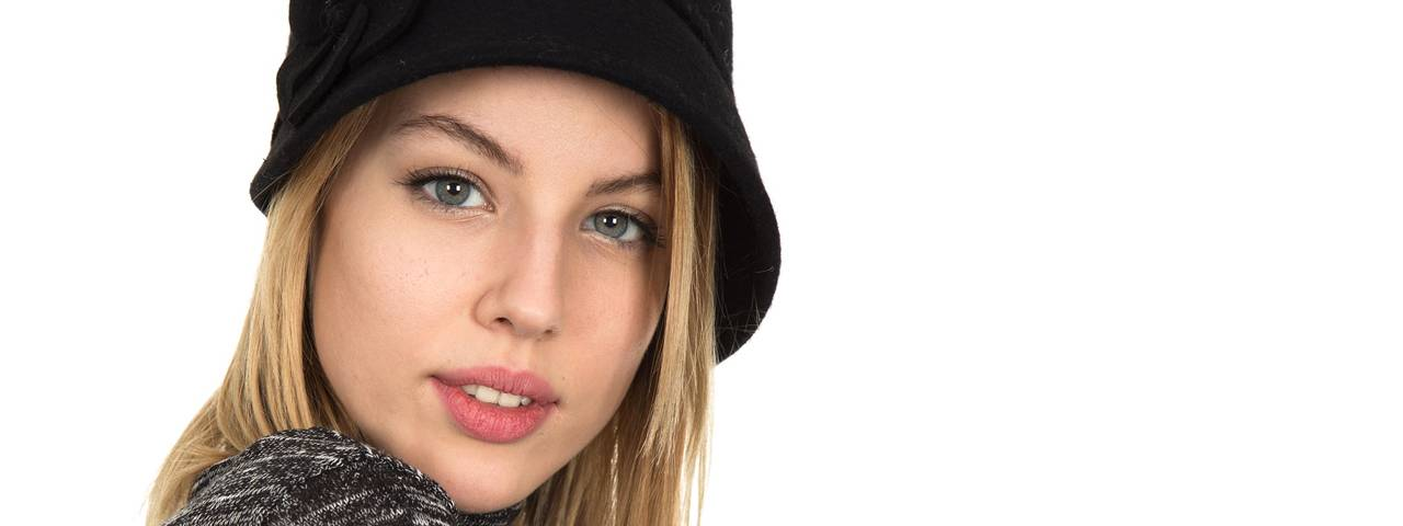 Woman Blonde Black Hat 1280×480