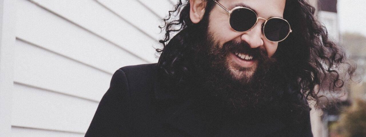 man beard sunglasses_1280x853 1280x480