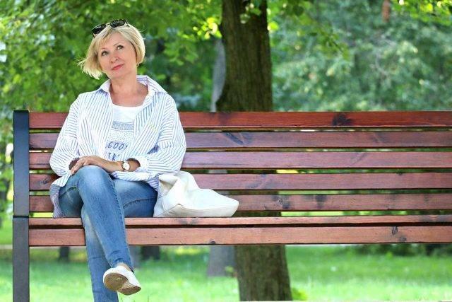 eye wear, woman sitting on bench, wearing scleral contact lenses in Fair Lawn, NJ