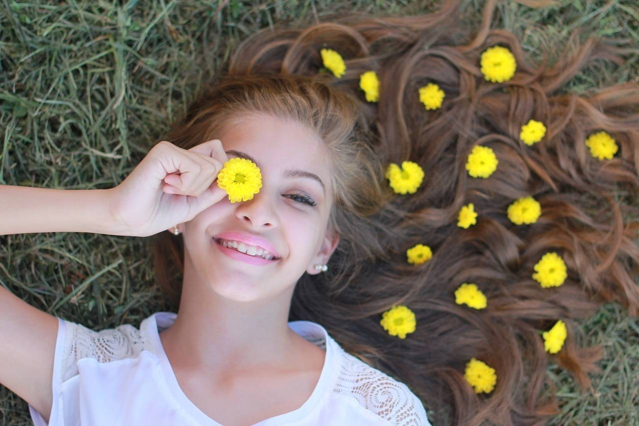 Photo of girl with yellow flowers