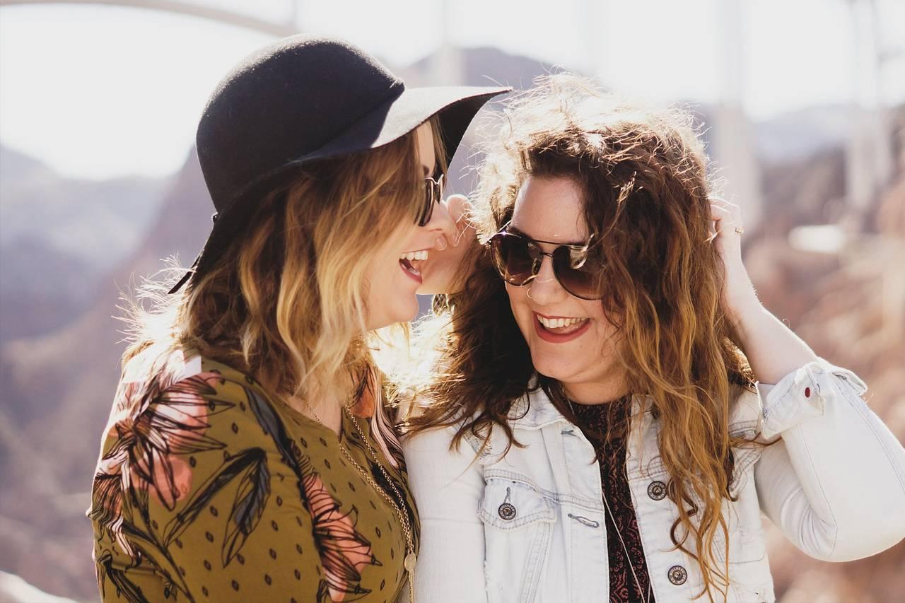 Girls-Sunglasses-Friends-1280-x-853