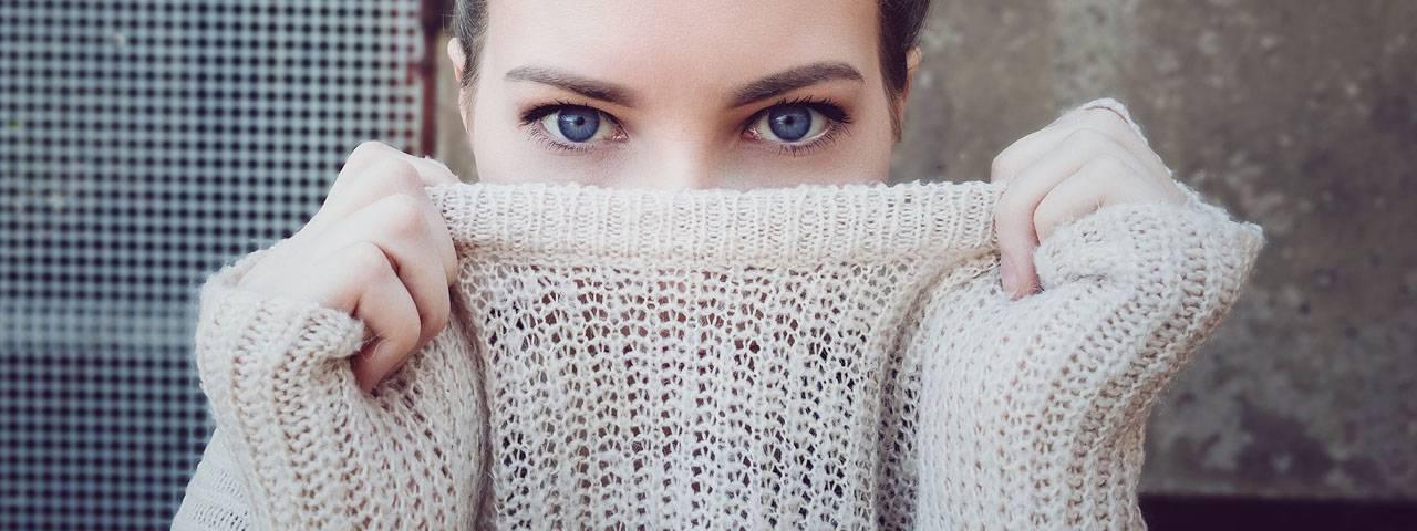 Woman-Blue-Eyes-Sweater-1280x480