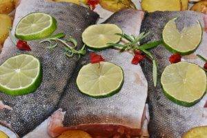 salmon with limes for eye nutrition with omega 3 fatty acids