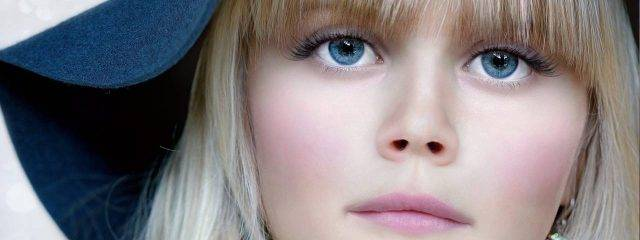 Eye doctor, girl with blue eyes in Fulton, Missouri